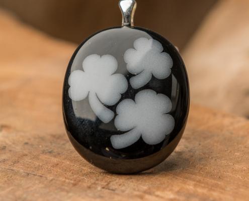 Glashanger zwart-wit Klavertjes