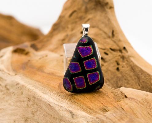 Glashangerzwart met paars Pretty black triangle