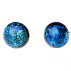 Handgemaakte oorstekers van blauw zeegroen glas